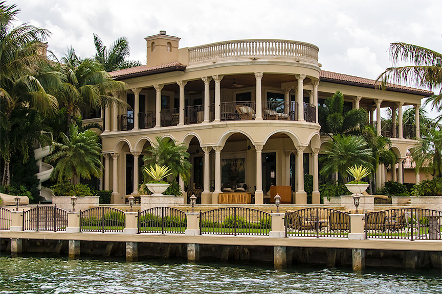 Another Fine Example Of Spanish Colonial Architecture As Interpreted In Florida Actually This Residence Would Look Quite At Home Next To A Golf Course